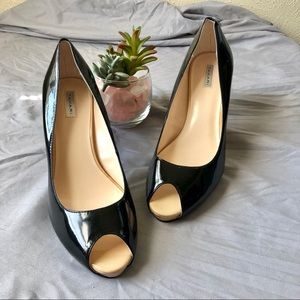 Tahari Regal Patent Leather Peep Toe Pumps 9M